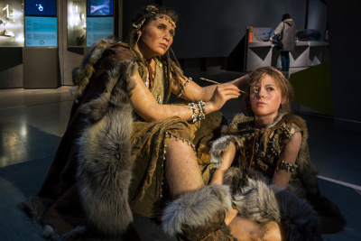 Reconsttruction from bones: Paleolithic Mother and Daugher